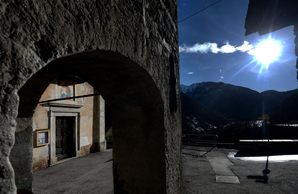 Piazza in Corippo, Tessin CH - kleinste politische Gemeinde der Schweiz  (KEYSTONE/Ti-Press/Samuel Golay)