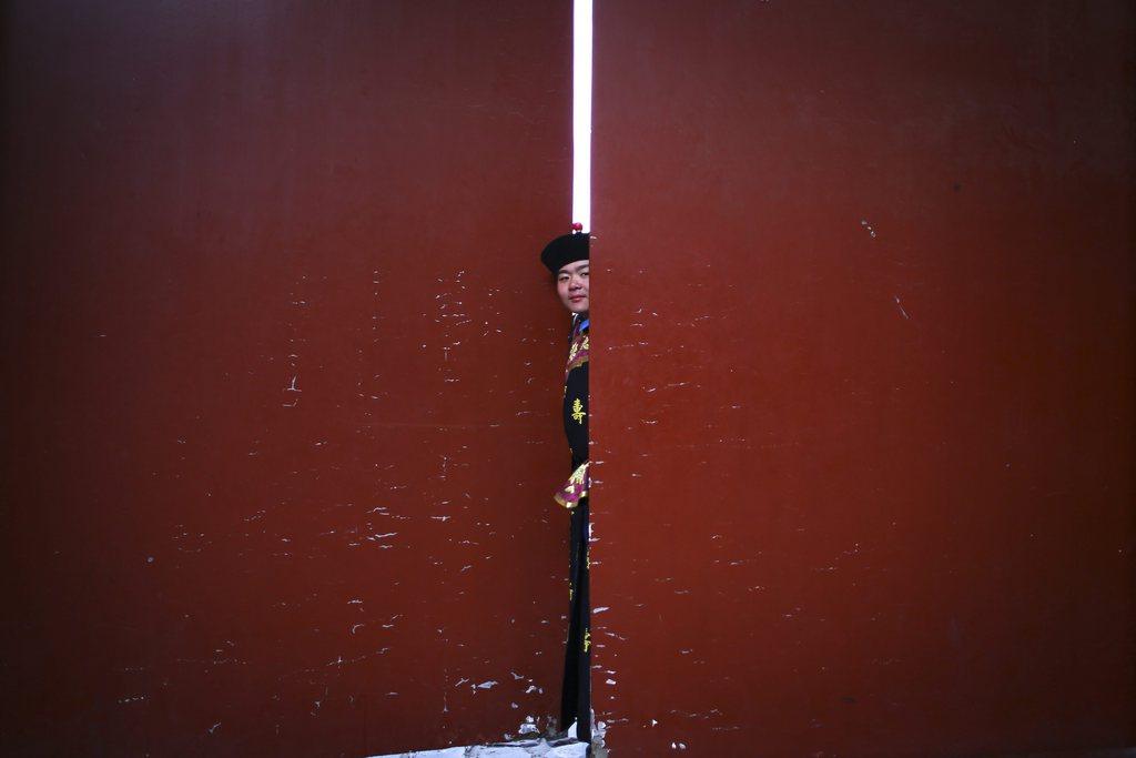 Die Hintertür des Theaters, Schauspieler bei Aufführungen zum chinesischen neuen Jahr, Beijing China EPA/DIEGO AZUBEL