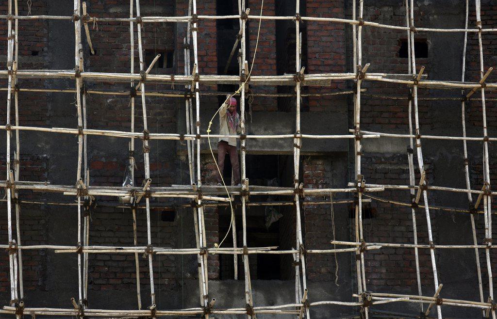 Bauarbeiter auf einem Holzgerüst, Mumbai Indien EPA/DIVYAKANT SOLANKI