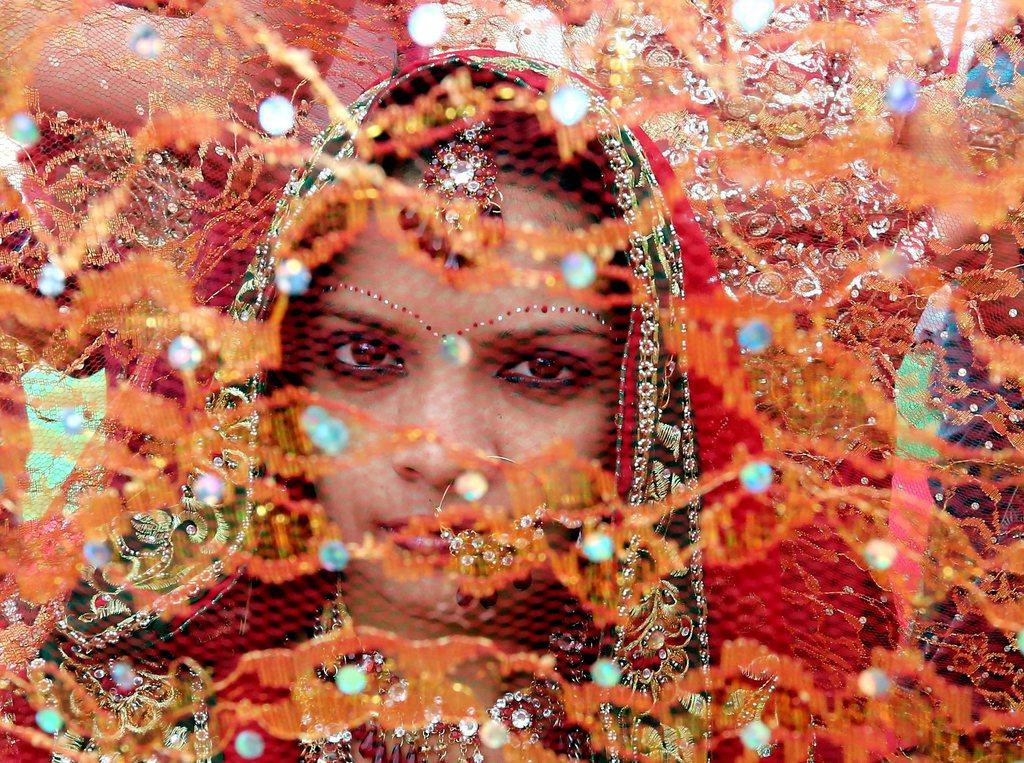 Braut bei einer Massenhochzeit in Bhopal, Indien EPA/SAJNEEV GUPTA