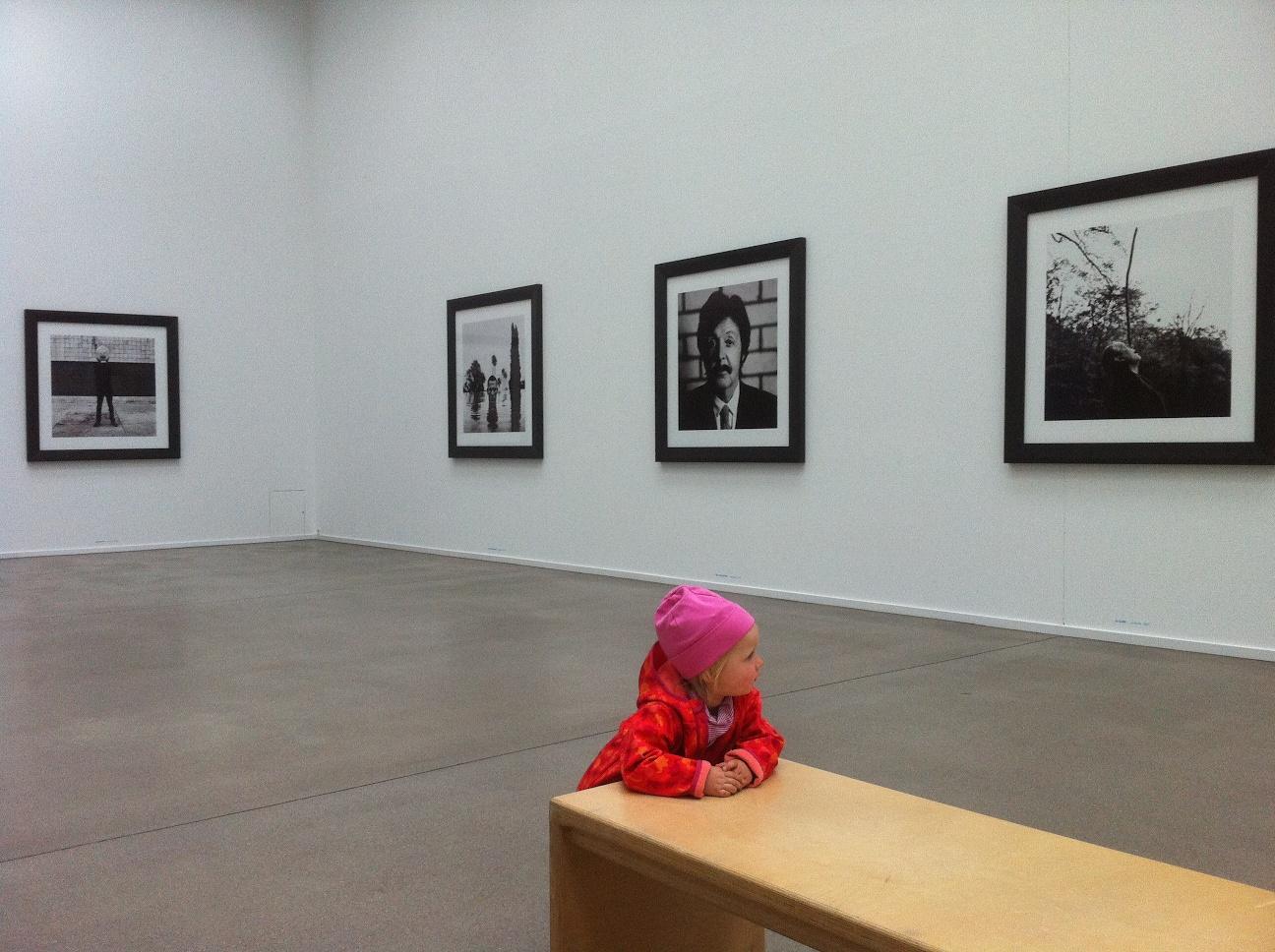 Kleinkind in Ausstellung