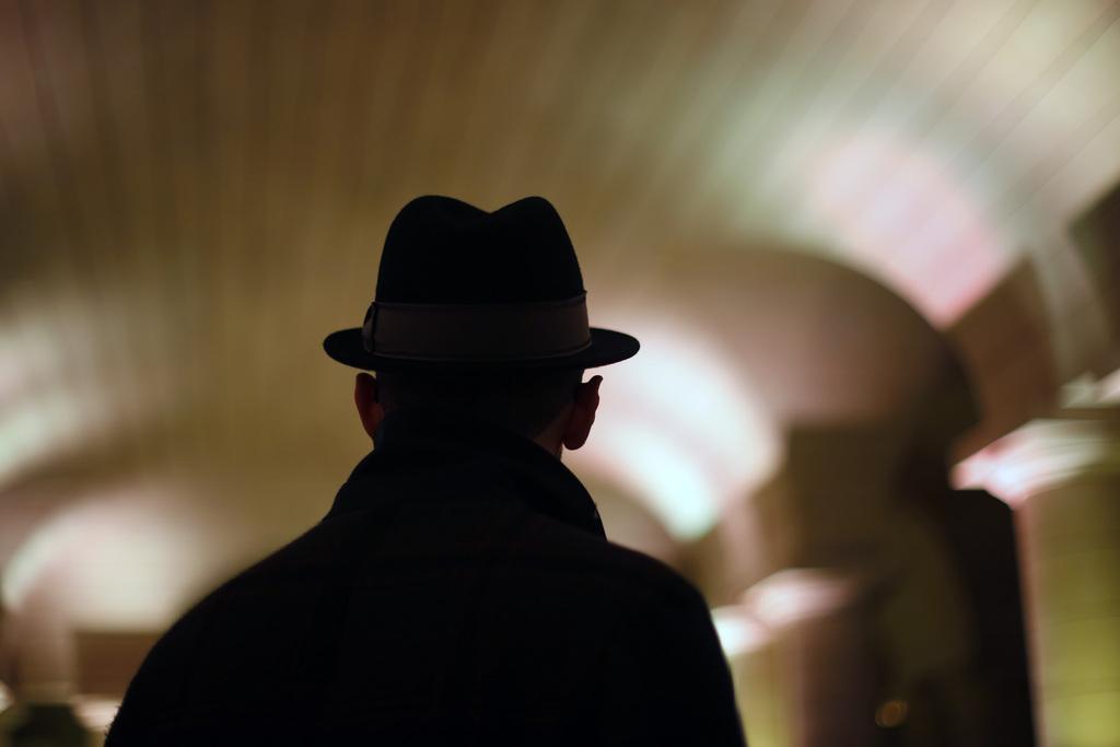 Der französische Straßenkünstler JR im Pariser Pantheon (AP Photo/Jerome Delay)