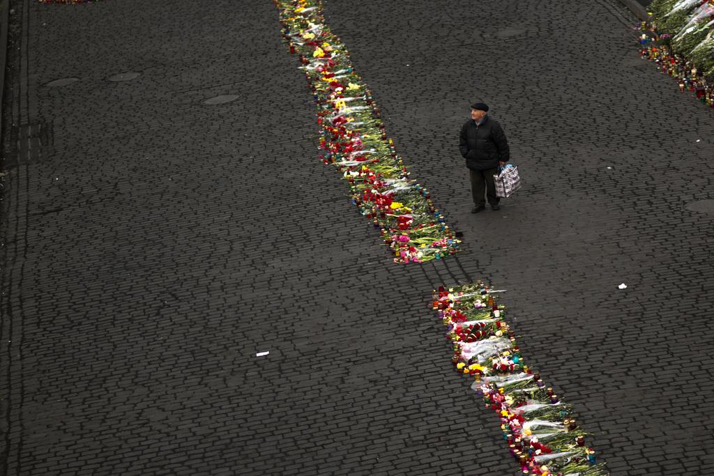 Gedenken an die verstorbenen Demonstranten in Kiew, Ukraine (Keystone/AP Photo/Emilio Morenatti)
