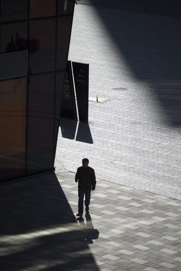 Vor einem Einkaufszentrum in Beijing, China (Keystone/EPA/Adrian Bradshaw)