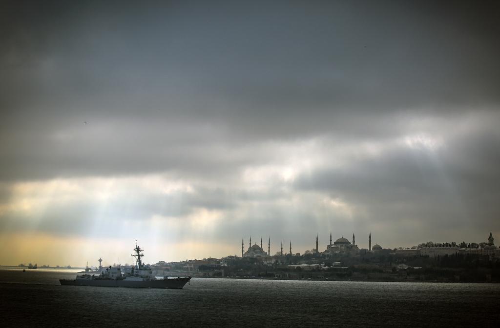 Auf dem Weg ins Schwarze Meer vor Istanbul, Türkei (Keystone/AP Photo/Emrah Gurel)