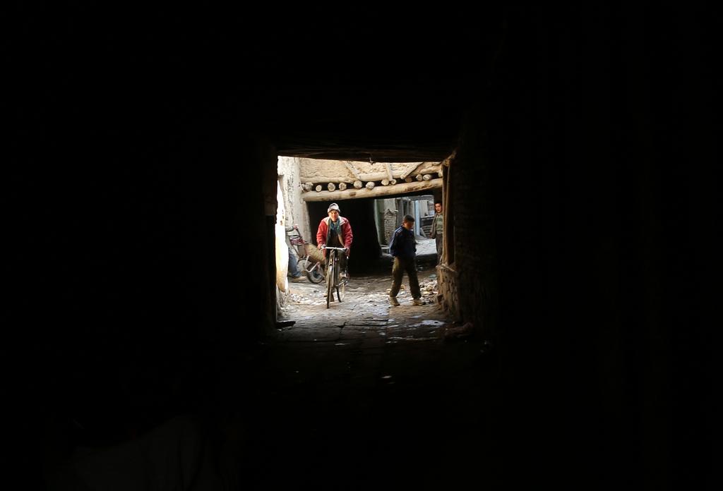 Radfahrer in Kabul, Afghanistan (Keystone/AP  Photo/Massoud Hossaini)