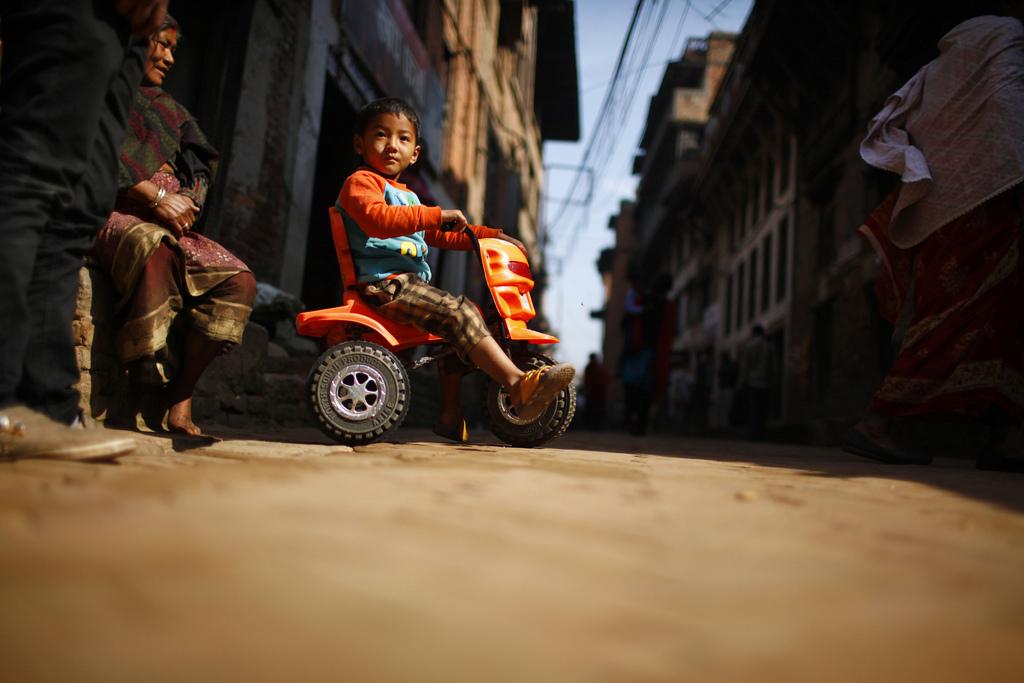 Kinder in Nepal, Bhaktapur (AP Photo/Niranjan Shrestha)
