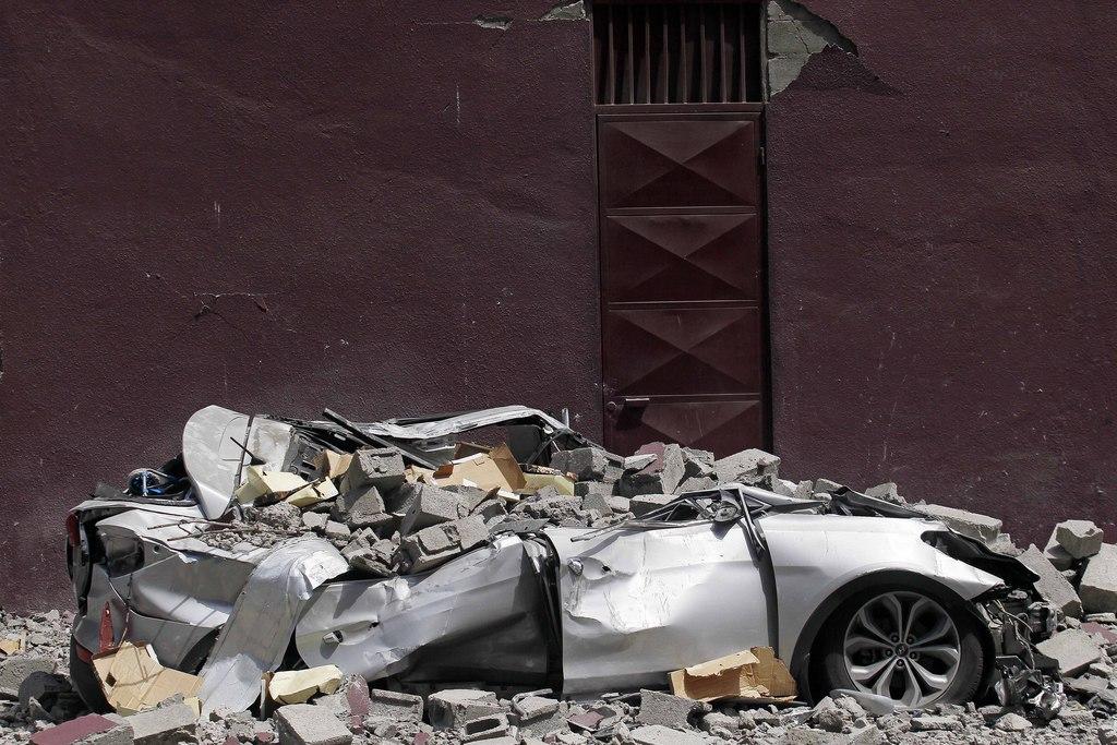 Zerschmettertes Auto nach dem Erdbeben, Iquique, Chile  (AP Photo/Luis Hidalgo)