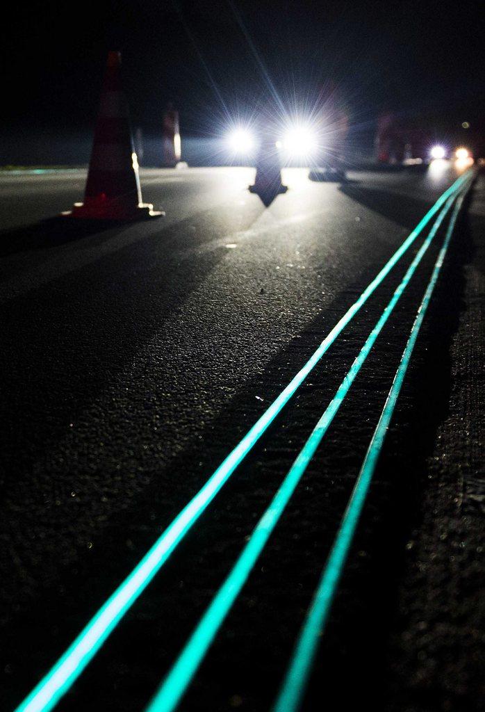 Leuchtstreifen auf der Autobahn bei Oss, Niederlande (Keystone/EPA/Remko de Waal)