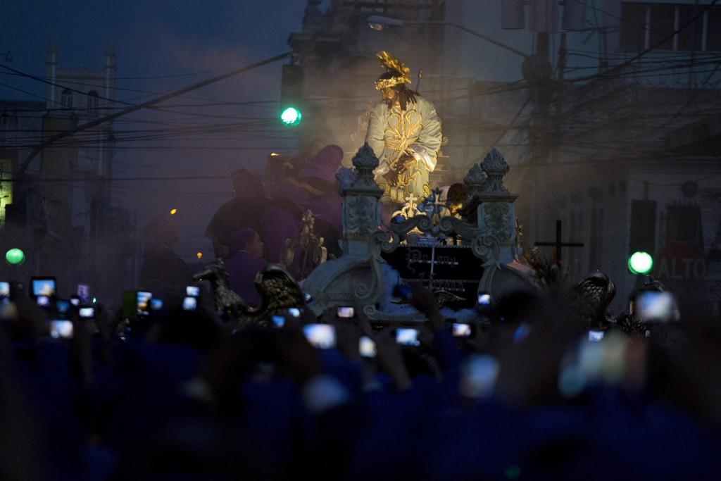Prozession am Palmsonntag in Guatemala-Stadt (AP Photo/Moises Castillo)