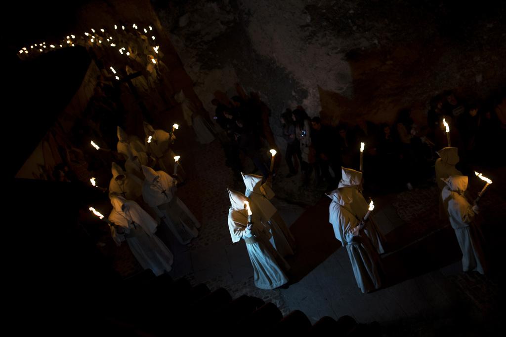 Nächtliche Prozession in Zamora, Spanien, in der Karwoche - Semana Santa  (AP Photo/Andres Kudacki)