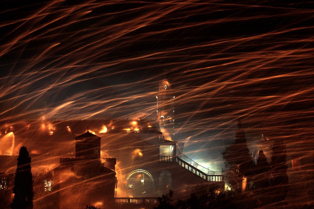 Raketen zum orthodoxen Osterfest in Chios, Griechenland (Keystone/AP Photo/Petros Giannakouris)