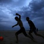 Fußball an der Copacabana in Rio de Janeiro, Brasilien (Keystone/AP Photo/Hassan Ammar)