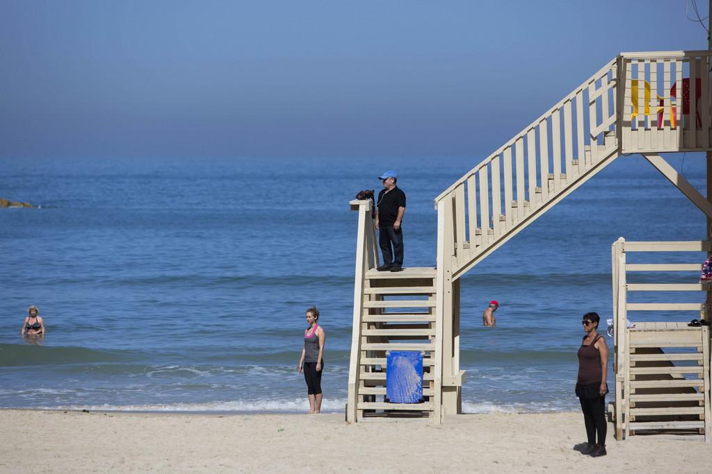 Holocaust-Gedenkminuten am Strand von Tel Aviv, Israel (AP Photo/Oded Balilty)