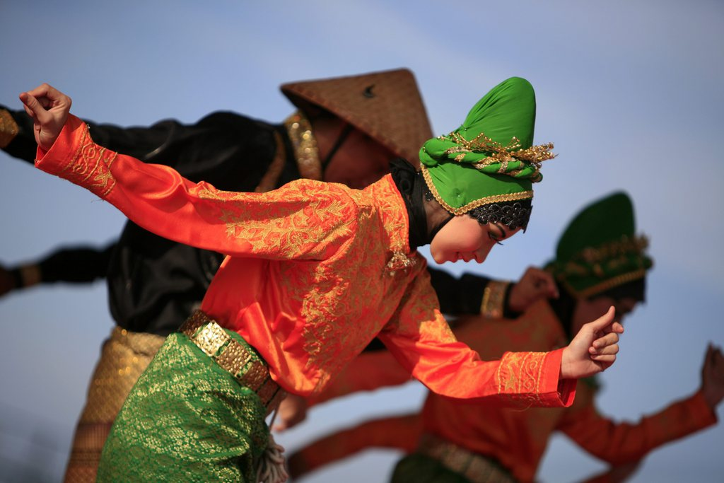 Traditioneller Tanz in Banda Aceh, Indonesien  EPA/HOTLI SIMANJUNTAK