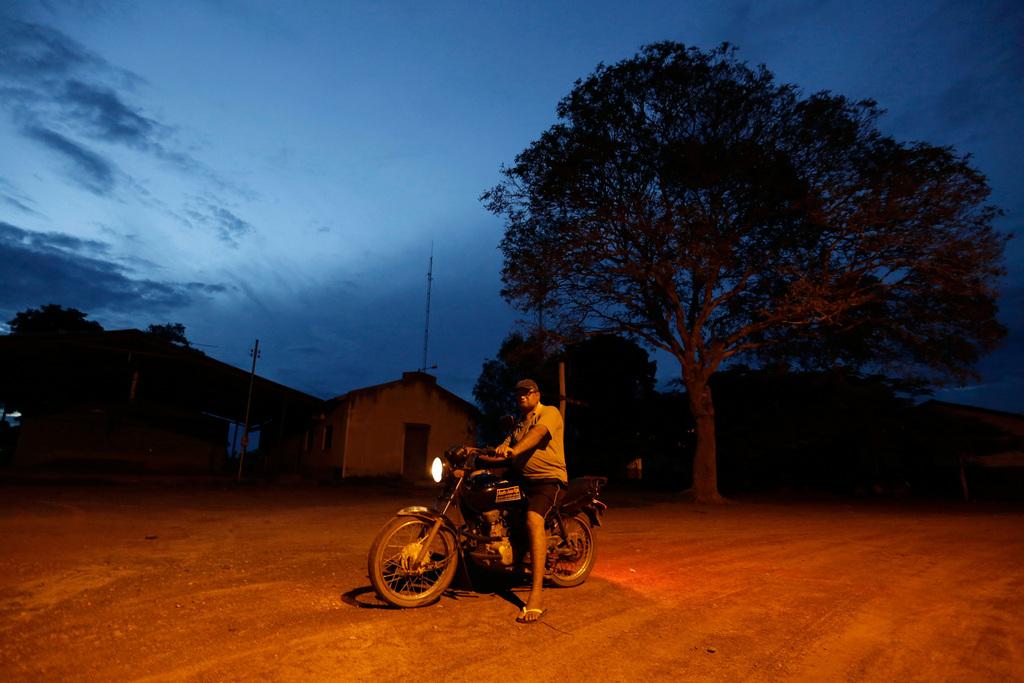 Motorradfahrer in Brasilien  (AP Photo/Eraldo Peres)