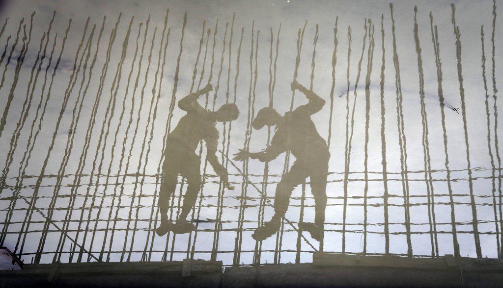 Spiegelung in Mumbai, Indien (Keystone/EPA/Divyakant Solanki)