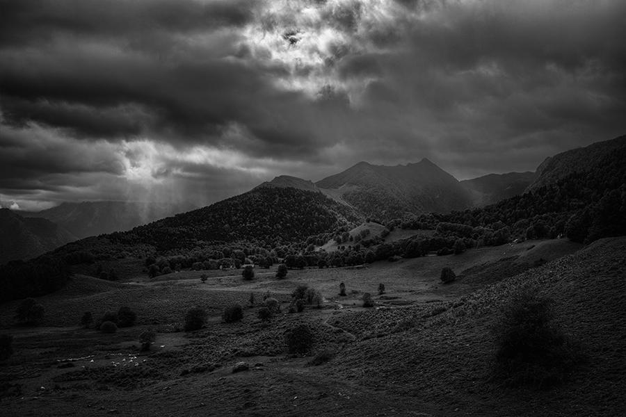Abb. 1: Aufziehendes Unwetter (Eigenes Portfolio, Pyrenäen 2013)