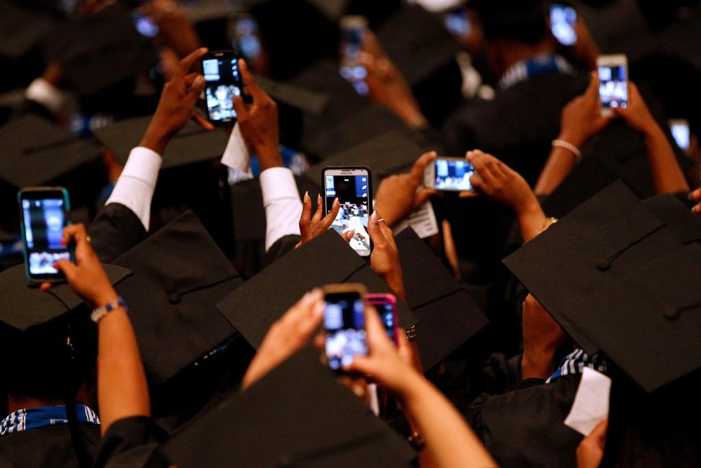 Studenten fotografieren Amerikas First Lady Michelle Obama, New Orleans, USA (AP Photo/Jonathan Bachman)
