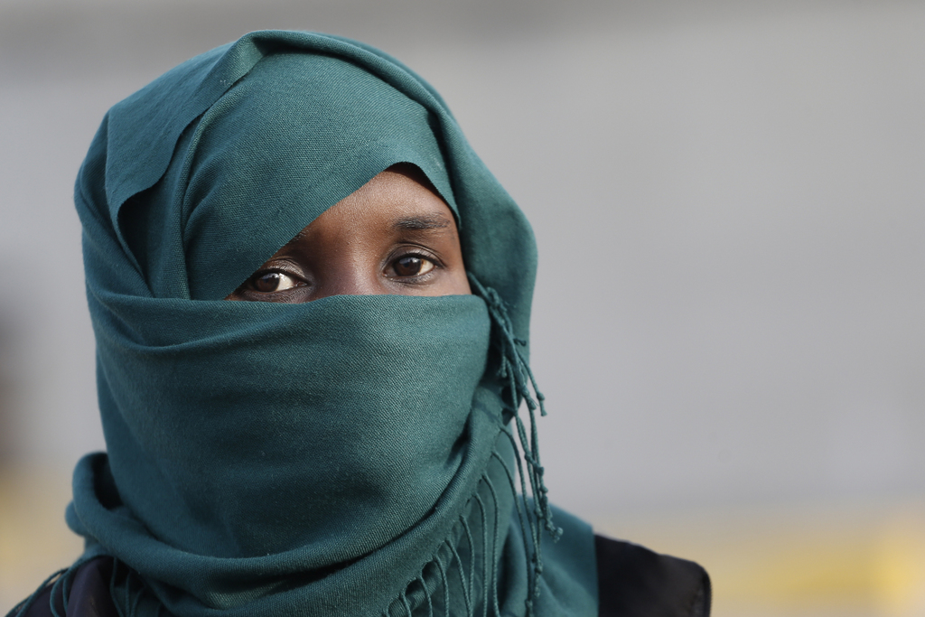 Afrikanische Migrantin nahe Athen, Griechenland (AP Photo/Petros Giannakouris)
