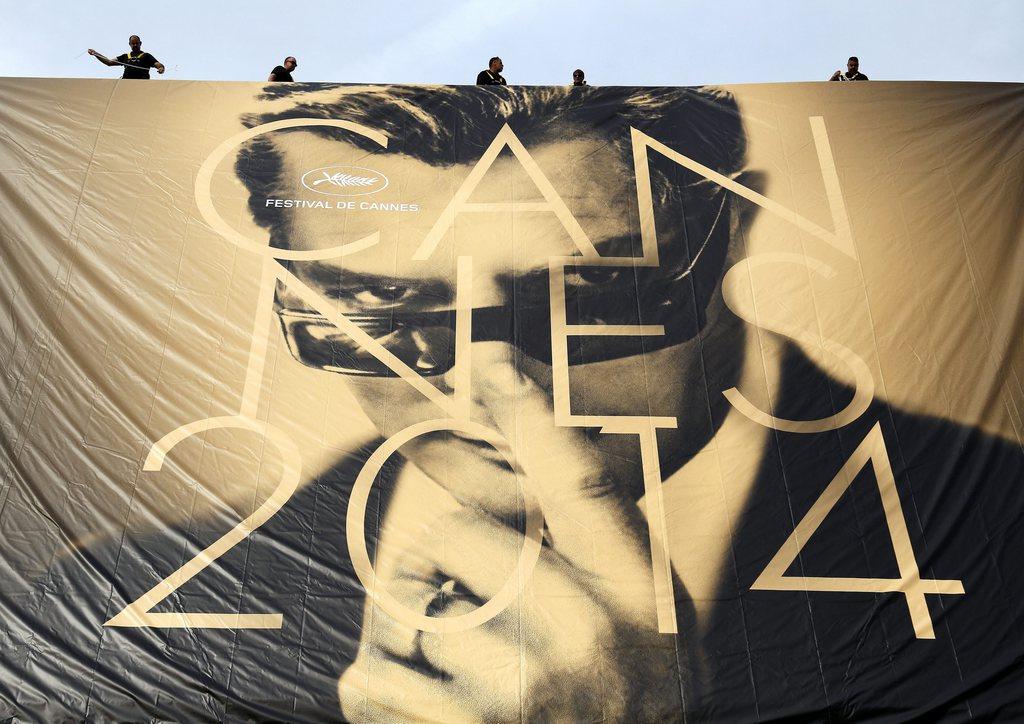 In Cannes wird das offizielle Poster der Filmfestspiele aufgehängt, Frankreich, EPA/SEBASTIEN NOGIER