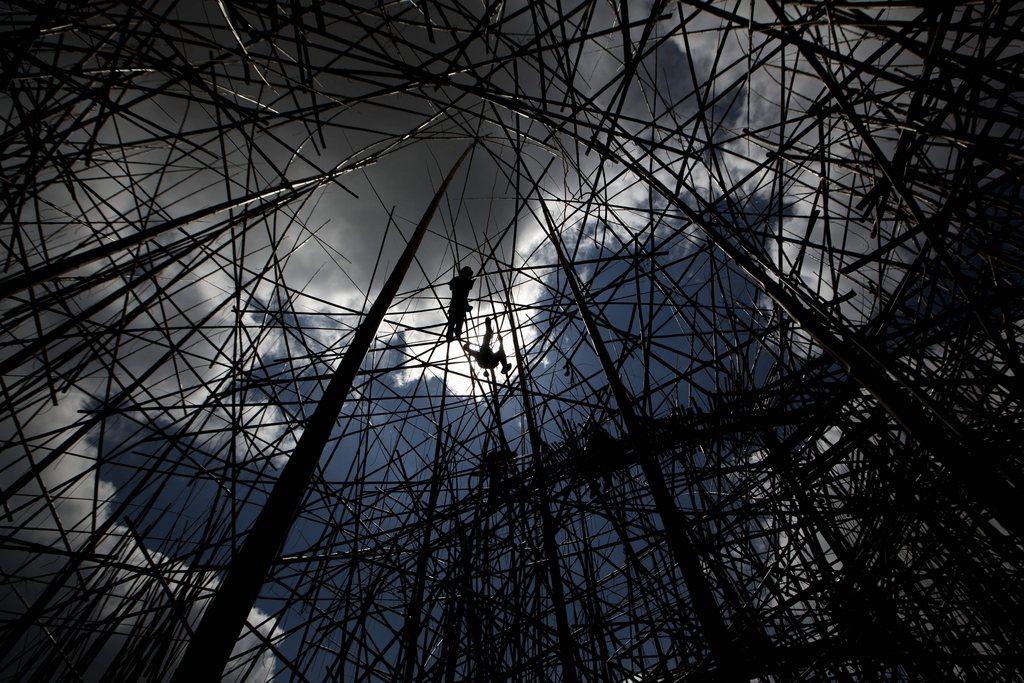 Arbeiten an einem Kunstwerk aus 10000 Bambus-Stäben, Jerusalem, Israel EPA/ABIR SULTAN