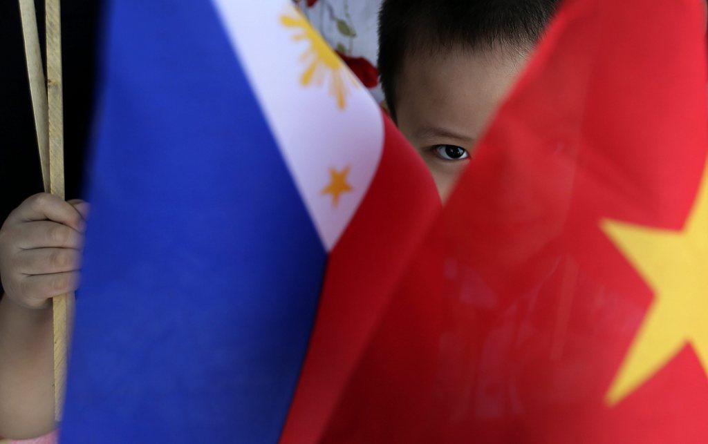 Neugieriges Kind in Manila, Philippinen (Keystone/EPA/Dennis M. Sabangan)