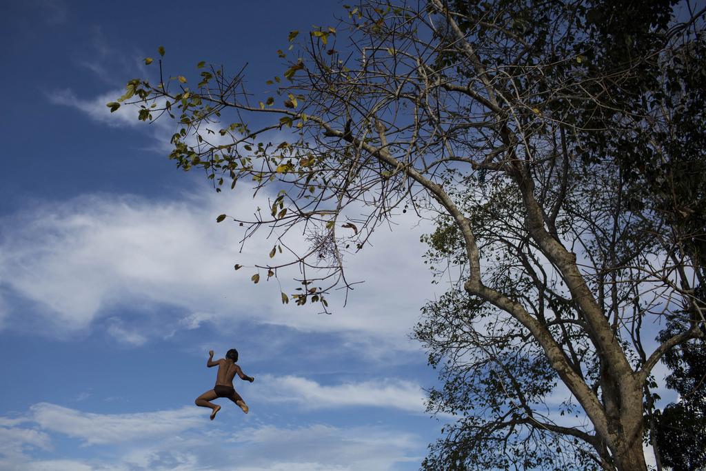 Sprung in den Rio Negro, Brasilien (AP Photo/Felipe Dana)