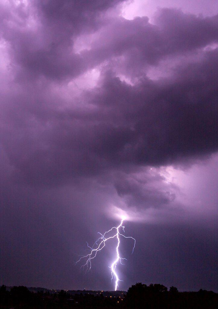 Gewitter über Krakau, Polen, EPA/STANISLAW ROZPEDZIK