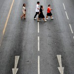 Abbey Road? Fußgänger in Bangkok, Thailand (Keystone/AP Photo/Wason Wanichakorn)