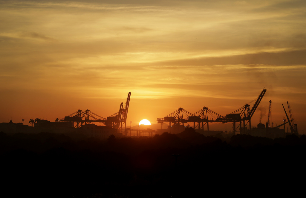 Sonnenaufgang über dem Hafen von Rio de Janeiro, Brasilien (Keystone/AP Photo/Wong Maue-E)