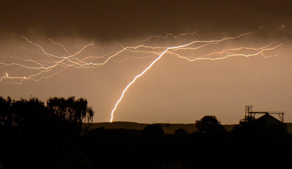 Gewitter nahe Soest, D, EPA/THOMAS RENSINGHOFF