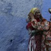 Frauen in traditioneller Kleidung, Chefchaouen, Rif-Gebirge, Marokko  (AP Photo/Adel Hana)