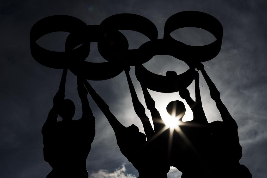 Statue mit den olympischen Ringen vor dem Hauptquartier des IOC in Lausanne, CH (KEYSTONE/Valentin Flauraud)