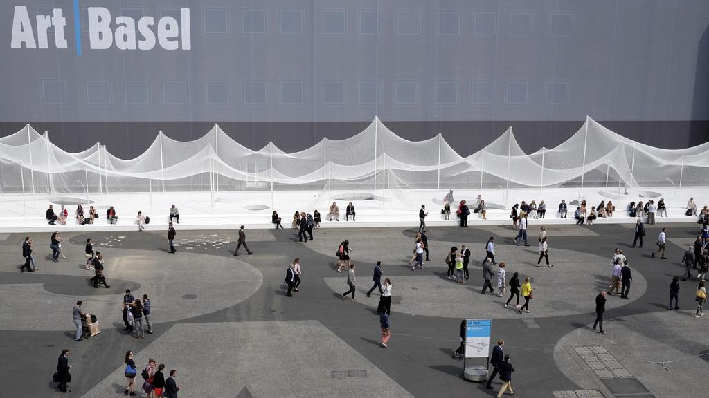 Platz vor der Art Basel, CH (KEYSTONE/Georgios Kefalas)