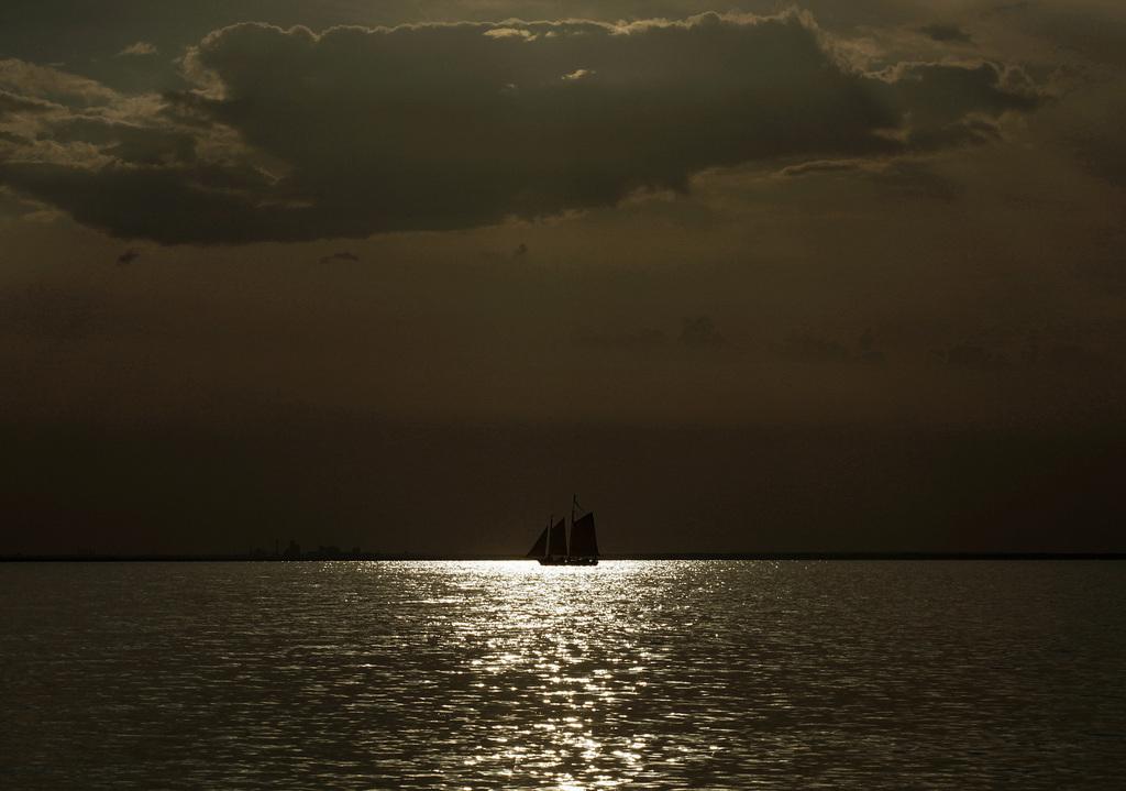 Segeln in der Abendsonne über der Mobile Bay (Keystone/AP Photo/Kiichiro Sato)