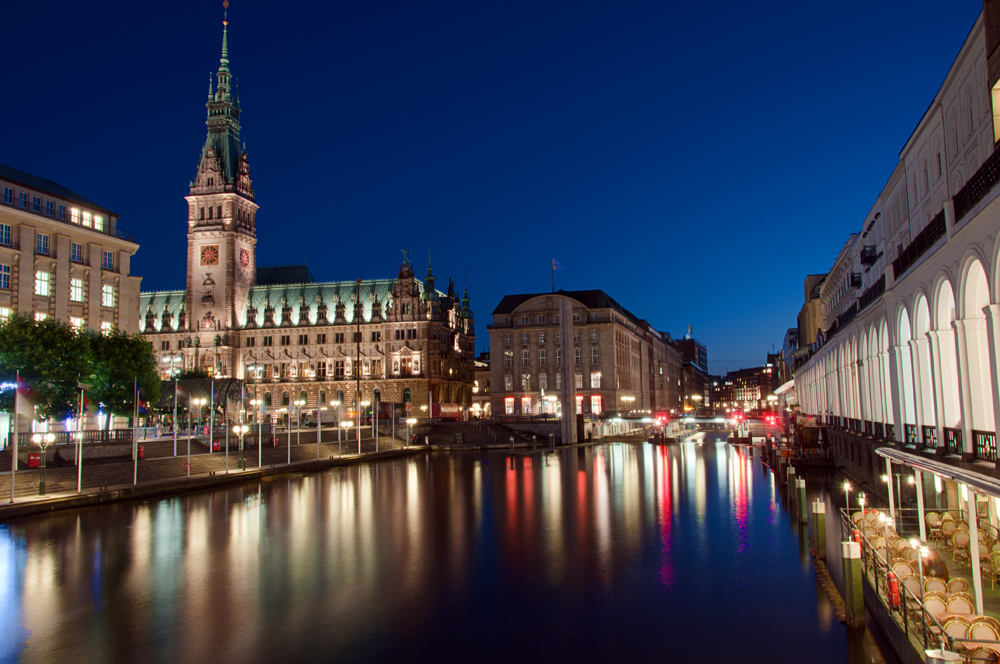 Leserfoto – Hamburger Rathaus bei Nacht in HDR: Effekt und Details