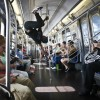 Akrobatik in der New Yorker Untergrundbahn, USA (AP Photo/Bebeto Matthews)