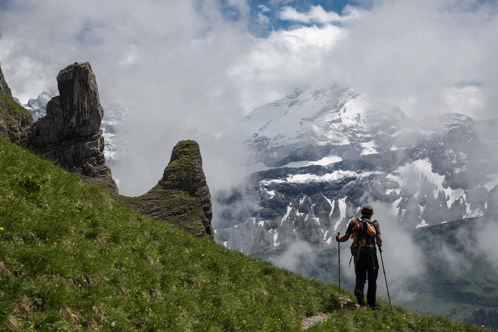 Wandern über dem Schächental, Schweiz (Keystone/Arno Balzarini)