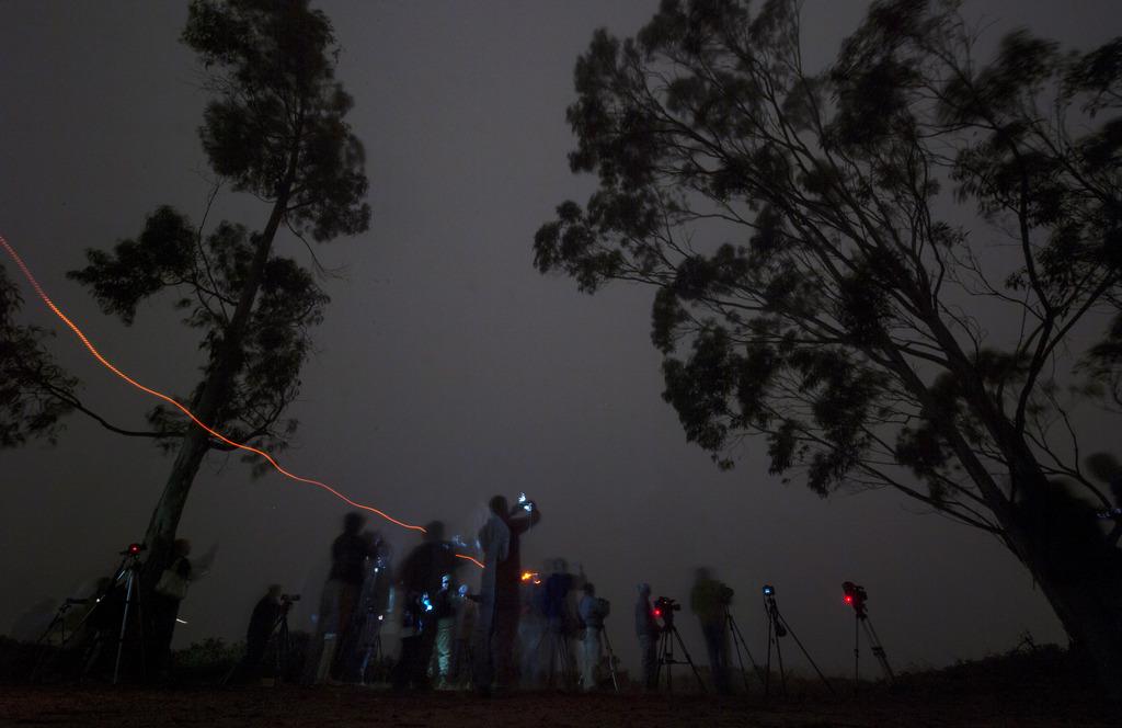 Zuschauer eines Raketenstarts auf der Vandenberg Air Force Base, USA (Keystone/AP Photo/Bill Ingalls)