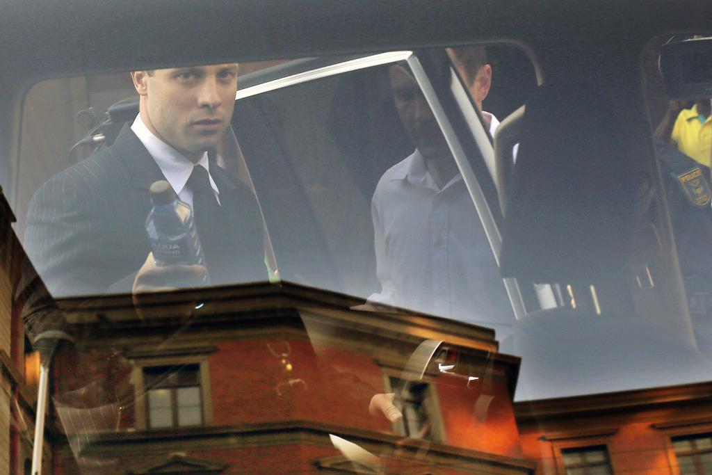 Oscar Pistorius vor dem Gerichtsgebäude in Pretoria, Südafrika (Keystone/AP Photo/Jerome Delay)