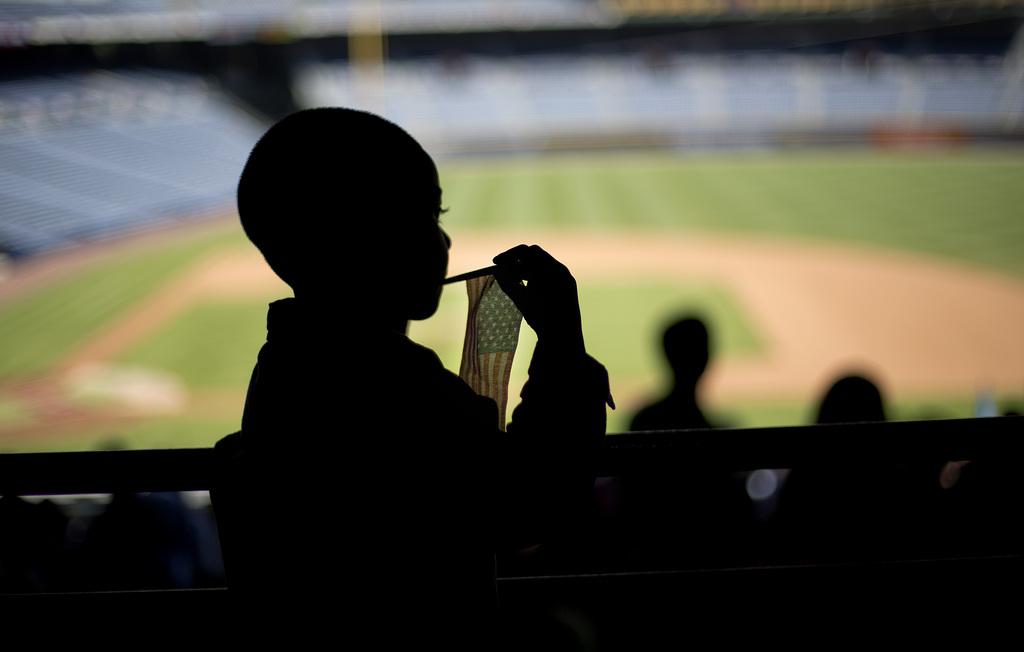 Jensi Francisco beobachtet die Einbürgerungszeremonie in Atlanta, USA (Keystone/AP Photo/David Goldman)