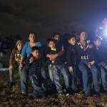 Die Angst der Flüchtlinge: US-Polizei stoppt eine Gruppe aus Honduras und El Salvador, Texas USA  (AP Photo/Eric Gay)