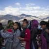 Schlangestehen zu einem Vortrag des Dalai Lama, Indien  (AP Photo/Tsering Topgyal)