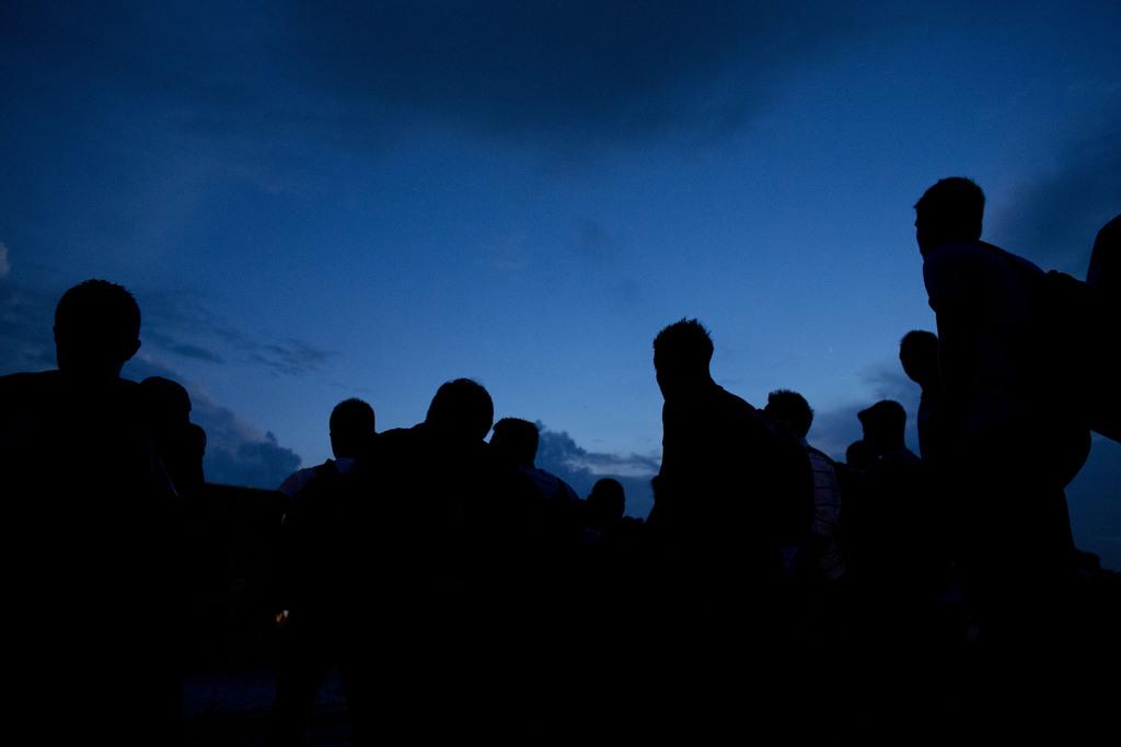 Flüchtlinge auf ihrem nächtlichen Weg zu einem Zug Richtung USA, Arriaga, Mexiko  (AP Photo/Rebecca Blackwell)