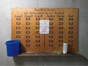 Die BND-Zentrale In Pullach. Neuer Geländeteil, Dienstplan Wachhunde © Martin Schlüter / Kunstfoyer München