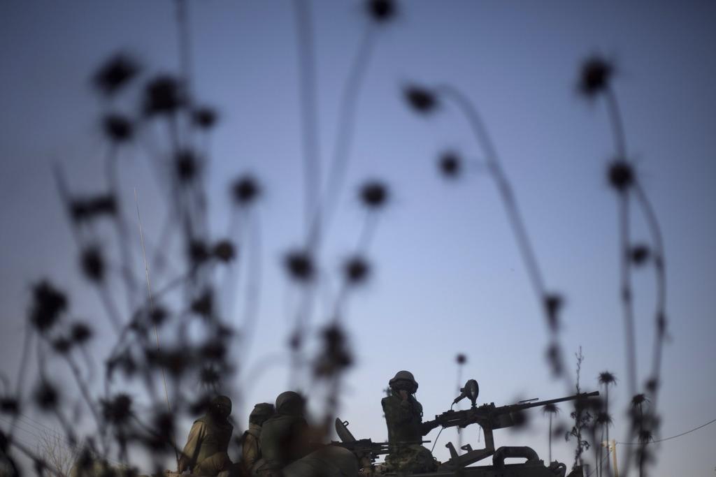Isrealische Soldaten an der Grenze zum Gaza Streifen (Keystone/AP Photo/Ariel Schalit)