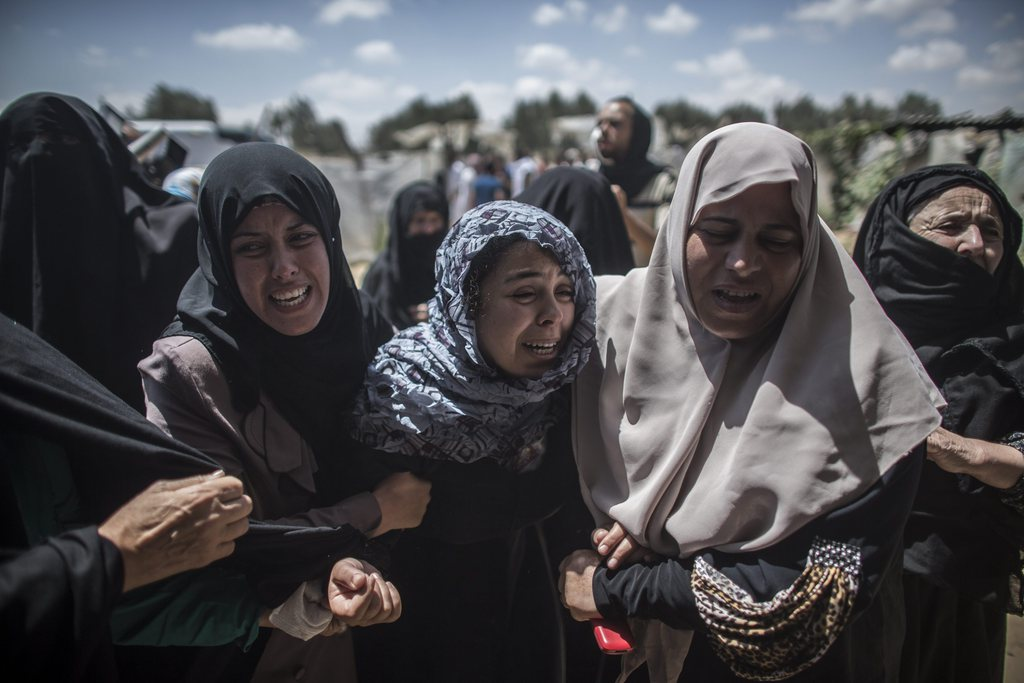 Trauernde Frauen, Gaza-Streifen, Palästina, EPA/OLIVER WEIKEN