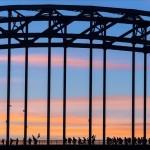 Auf der Brücke: traditioneller Viertages-Marsch, Nijmegen, Niederlande, EPA/ERIK VAN 'T WOUD