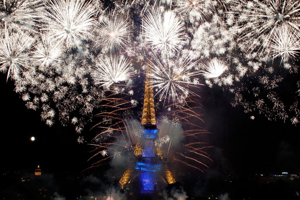 Feuerwerk zum Ausklang des französischen Nationalfeiertags, Paris (AP Photo/Thibault Camus)